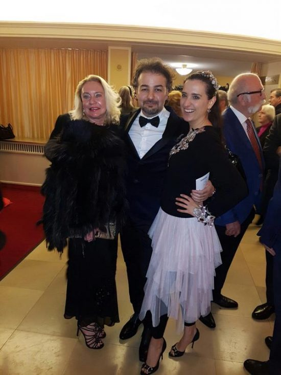 Journalistin Claudia Zimmermann mit ihrem Schatz George und mich.