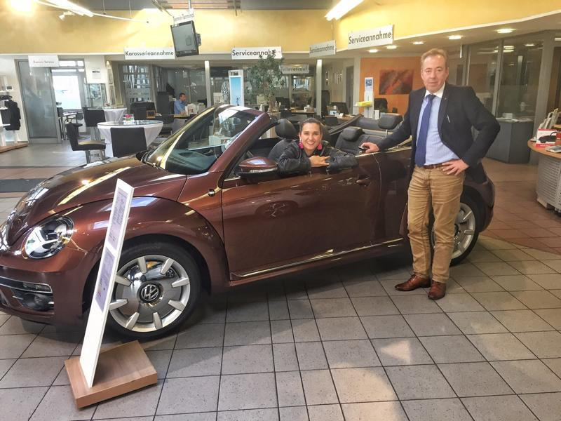 Bester Service vom Autohaus Nauen, Karl Mackwitz zeigt mir mein neues Traumauto