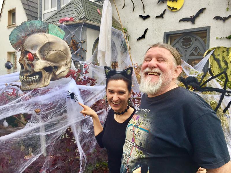 Künstler Krefeld das halloweenhaus in krefeld künstler miku lehrt uns das fürchten