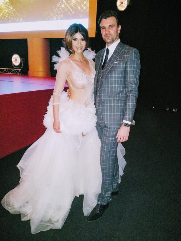 Micaela Schäfer im weißen Tülltraum mit Freund Felix Steiner auf der Verleihung der Goldene Sonne 2018