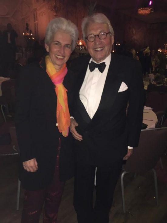 Marie-Agnes Strack-Zimmermann wählte statt Kleid einen Anzug mit buntem Schal, ihrem Markenzeichen. Daneben ihr stolzer Mann Horst.