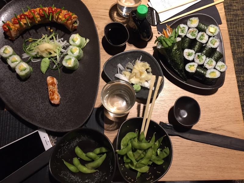 sushishop d sseldorf wo die perfekte sushi rolle zuhause ist lifestyle blog. Black Bedroom Furniture Sets. Home Design Ideas