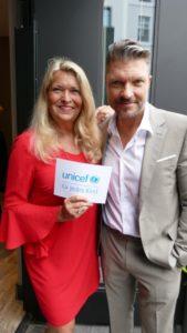 Claudia Berger von Unicef mit Hardy Krüger Junior