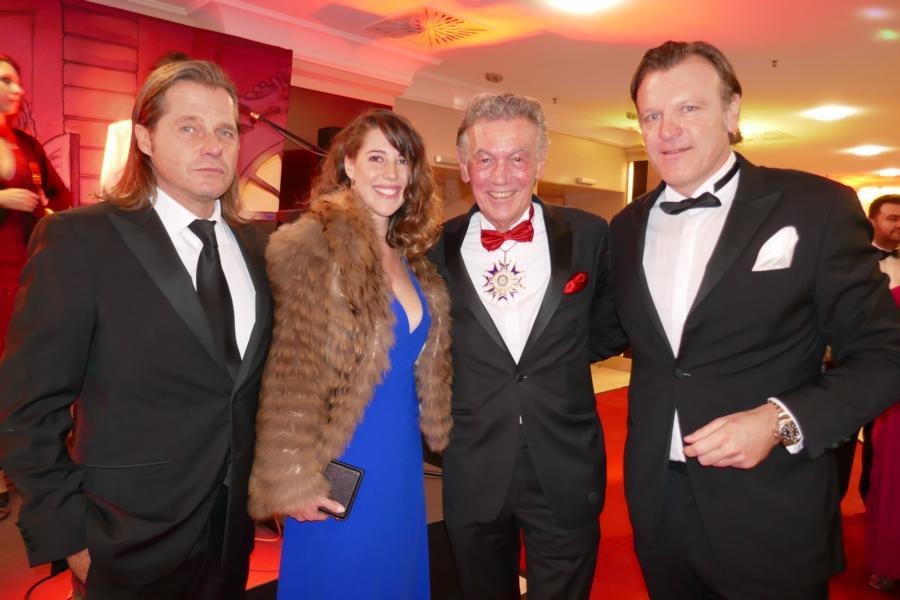 Roger Klüh und Jessica Frühbrodt, Wolfgang Rolshoven, Frank Theobald (GF von Klüh)