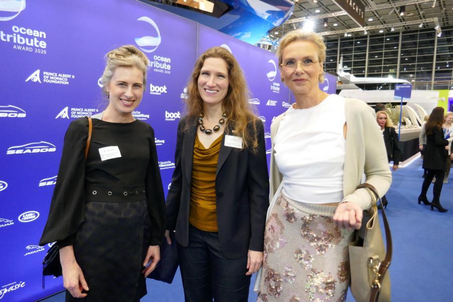 Vera Geisel, Amerikanische Generalkonsulin Fiona Evans und Präsidentin vom Ruderclub Germania Kathrin Schmack.