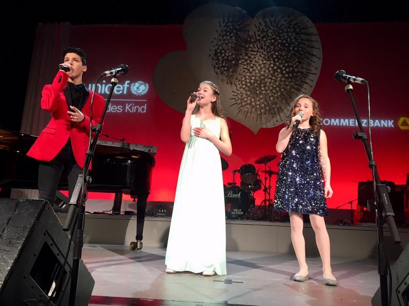 Unicef Gala Hilden 2017, Matteo Colella, Marie-Sophie Keßler und Chiara Schorghöfer