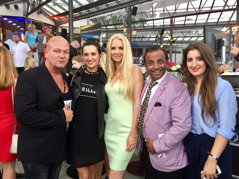 Prashant Prabhakar, Tom Barcal, Mauela Jansen, Klaudija Paunovic, Laurence Boms auf dem VIP Charity Pferderennen Köln