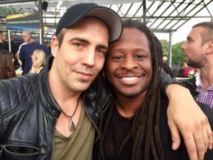 Mola Adebisi und Alexander Sholti auf dem VIP Charity Pferderennen Köln