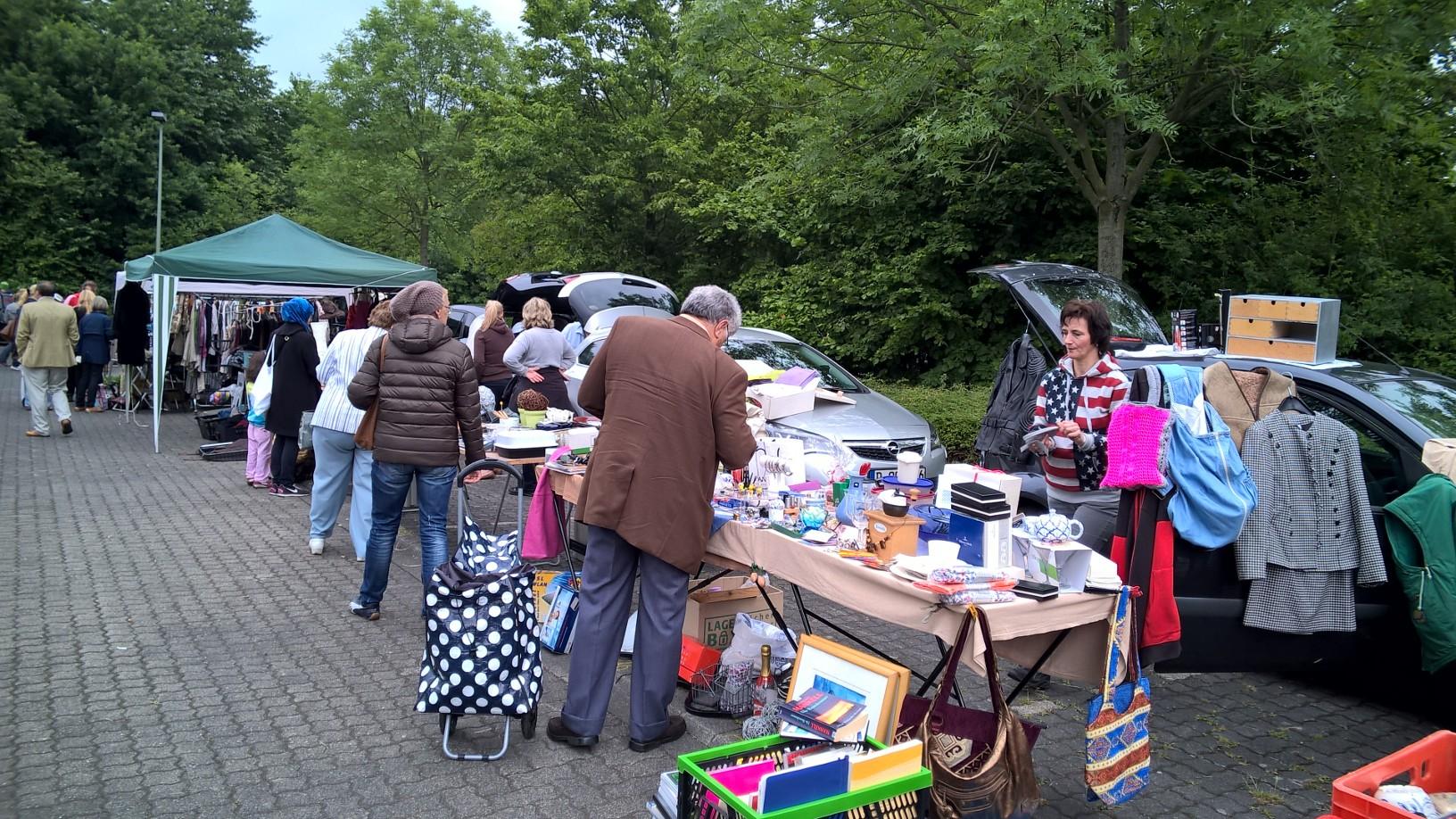 """Photo of Flohmarkt mit Charme? Bei Haltestelle """"Haus Meer"""" in Büderich"""
