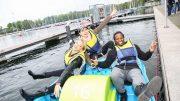 Foto von Melanie Zanin Top Magazin, Evelyn Burdecki, Mola Adebisi und Klaudija Paunovic gemeinsam auf dem Tretboot