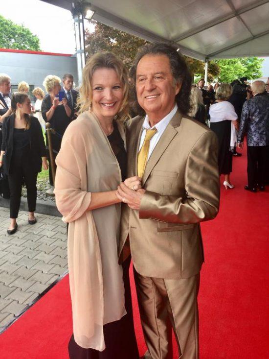 Chris Andrews mit Frau Alexandra auf der Verleihung der goldenen Sonne 2017