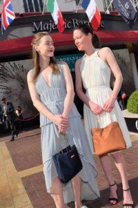 Iris und Simone Kuechler mit der Dayyds Set Bag von Marikas