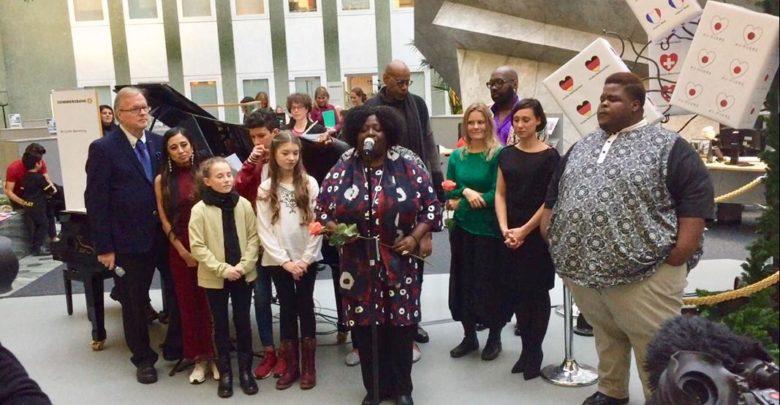 Photo of Weihnachtsüberraschung in der Commerzbank Königsallee zugunsten Unicef