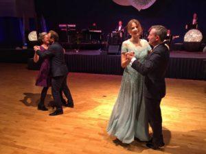 Eva Padberg tanzt mit OB Thomas Geisel